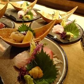 今日は、サバ、イシダイ、かつお、貝柱、生ウニで、 こはるコースの刺身です。